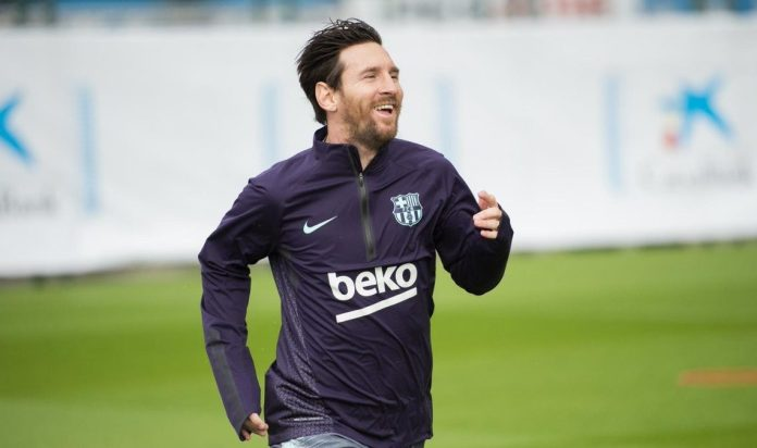Lionel Messi returns to full training after breaking arm (Photo)