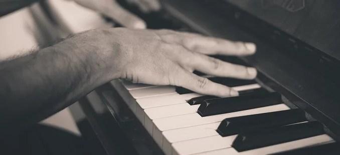 piano et main