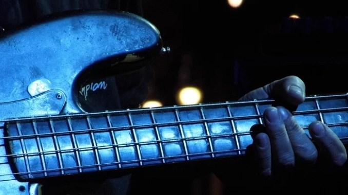 bass bleue