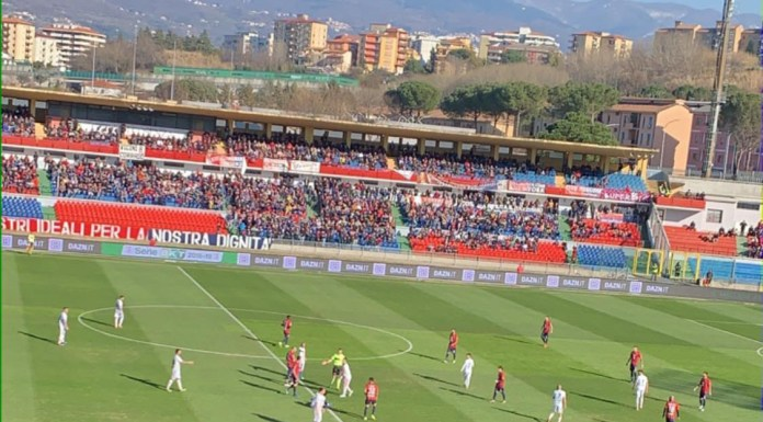 La Cremonese calcio di fronte al pubblico amico