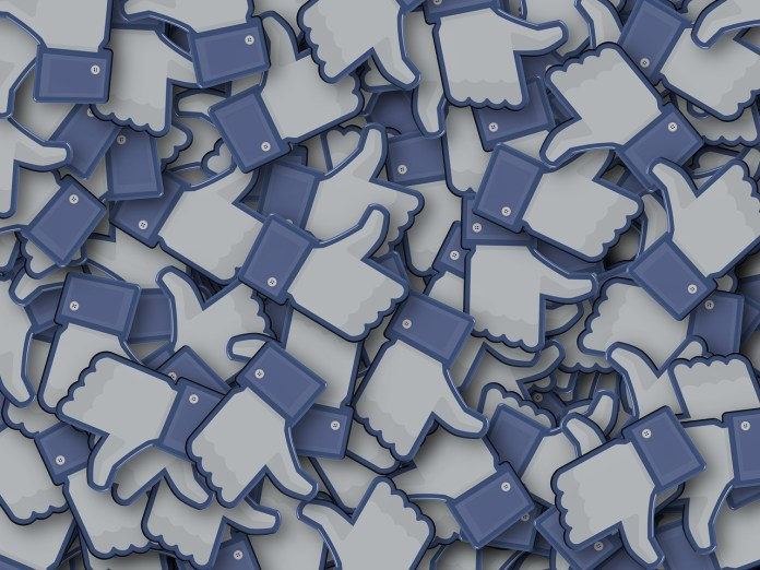 Facebook, foto generica da Pixabay