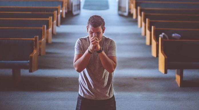 Preghiera, foto generica da Pixabay