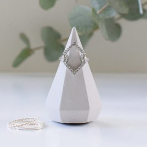Kiki Short Diamond (Concrete Jewellery Holder) – Solid Light Grey