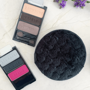 Fresh Face Makeup Removal Pad - Charcoal (colour heavy make-up) - Copy of 3. BambuBabe FreshFace Charcoal Lifestyle 500x500