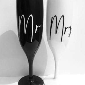 'Mr and Mrs' Black & White Champagne Flute Set - 8666E2E1 EB17 473E 9561 92CB3E698305 500x500