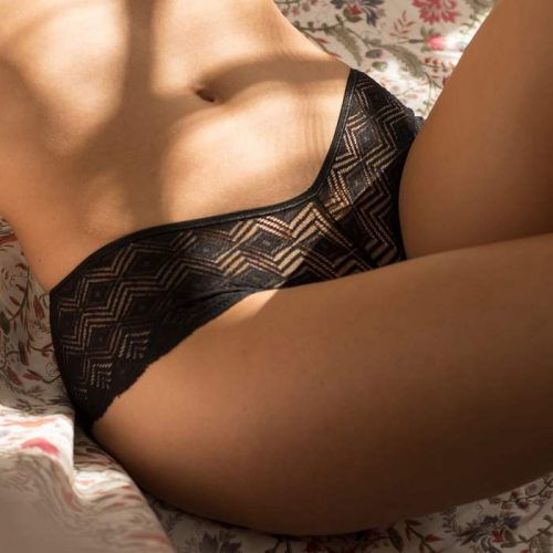 Olly-recycled-lace-black-shorty