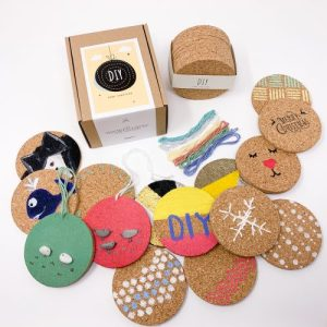 DIY – Round cork coaster for crafts set of 10 with 7 pcs cotton yarn – Case of 6 sets