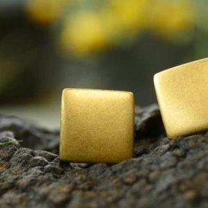 Stud earrings 15×15 mm mat goldplated