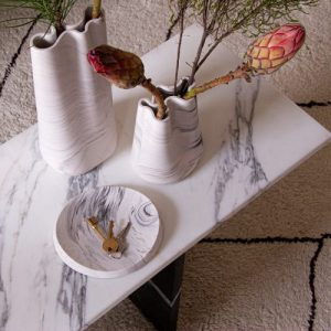 Oval decorative trays in marble finish