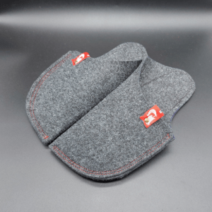 Slippers Arizona. Unisex Felt Arizona slippers with a wool touch, with rubber sole, 100% vegan. Handcrafted in the EU. DARK GREY