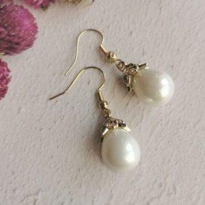Mother of Pearl Elegant Mini Dropper Earrings - di detailed 1099 370x500