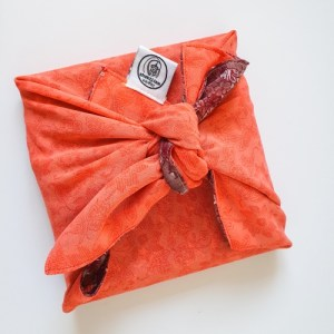 Two-sided upcycled sari gift wrap (medium) – pack of 50 wrapping cloths in varying colours and patterns