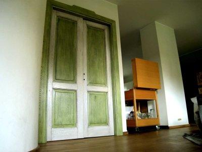 porta anticata in legno massello a doppia anta in rovere spazzolato