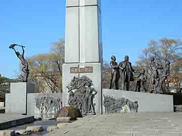 ↑「開拓者の群像」は明治初期の安積開拓をモチーフとしたモニュメント。