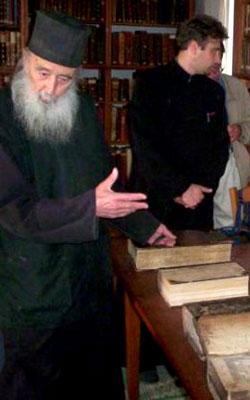 Parintele Petroniu Tanase - in biblioteca Schitului Prodromu