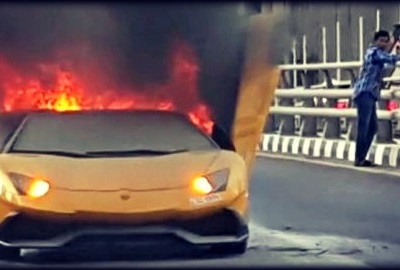 lamborghini_aventador_roadster_on_fire_in_dubai