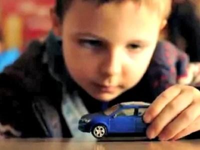 Σκληρή διαφήμιση για την οδική ασφάλεια των παιδιών