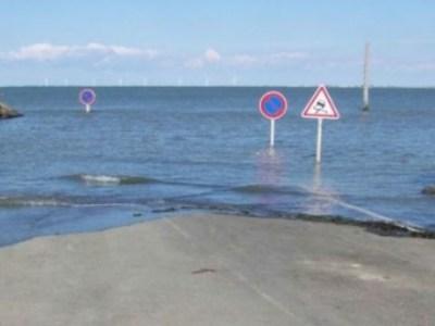 Δείτε τον δρόμο που τον καταπίνει η θάλασσα