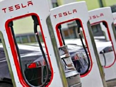 Η Tesla επενδύει στην Ελλάδα