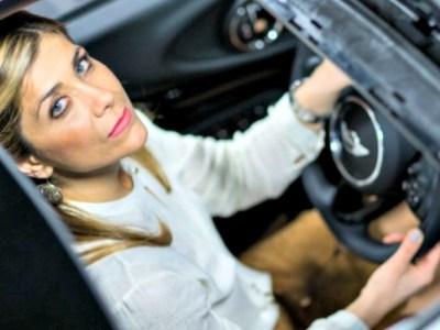 Η καλύτερη πωλήτρια αυτοκινήτων