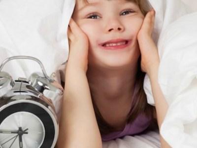 Τι ώρες κοιμούνται τα έξυπνα και υγιή παιδιά