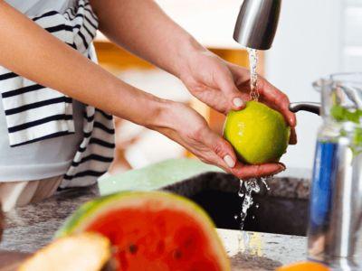 Φρούτα και λαχανικά χωρίς εντομοκτόνα και μικρόβια