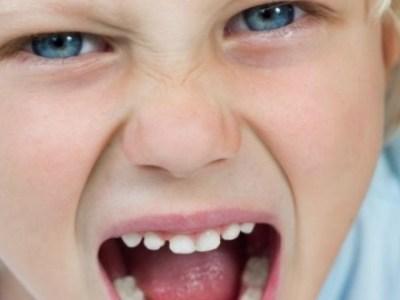 Γιατί τα παιδιά φέρονται χειρότερα μπροστά στην μαμά