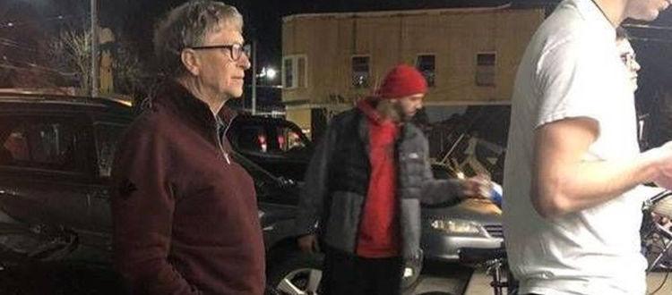 Ο Bill Gates την ουρά για ένα burger