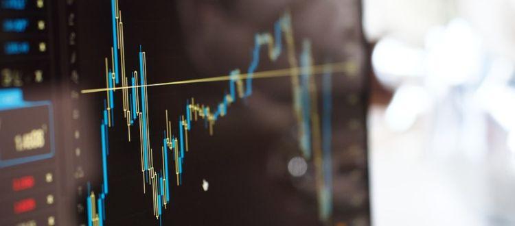 Τι λέει το Bloomberg για κατώτατο και αγορές