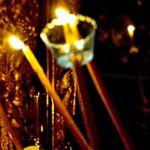 Το Άγιο Φως ανάβει με αναπτήρα