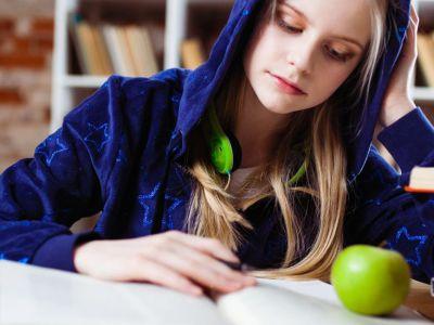 Το μήλο κάτω από την μηλιά θα πέσει