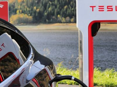 Στην κορυφή της ηλεκτροκίνησης η Tesla