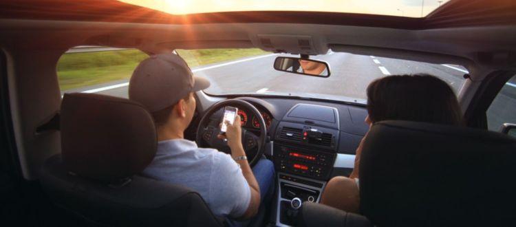 Στέλνετε sms κατά την οδήγηση