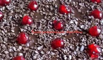 Σιροπιαστή καρυδόπιτα με επικάλυψη σοκολάτας