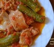 Κοιλιά (μοσχαρίσια ή αρνίσια) με ντομάτα και κολοκυθάκια