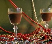 Λικέρ σοκολάτας με ρακή (ή μήπως σιρόπι σοκολάτας ή μήπως γλάσο σοκολάτας;)