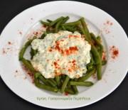 Αμπελοφάσουλα σαλάτα με σάλτσα γιαουρτιού