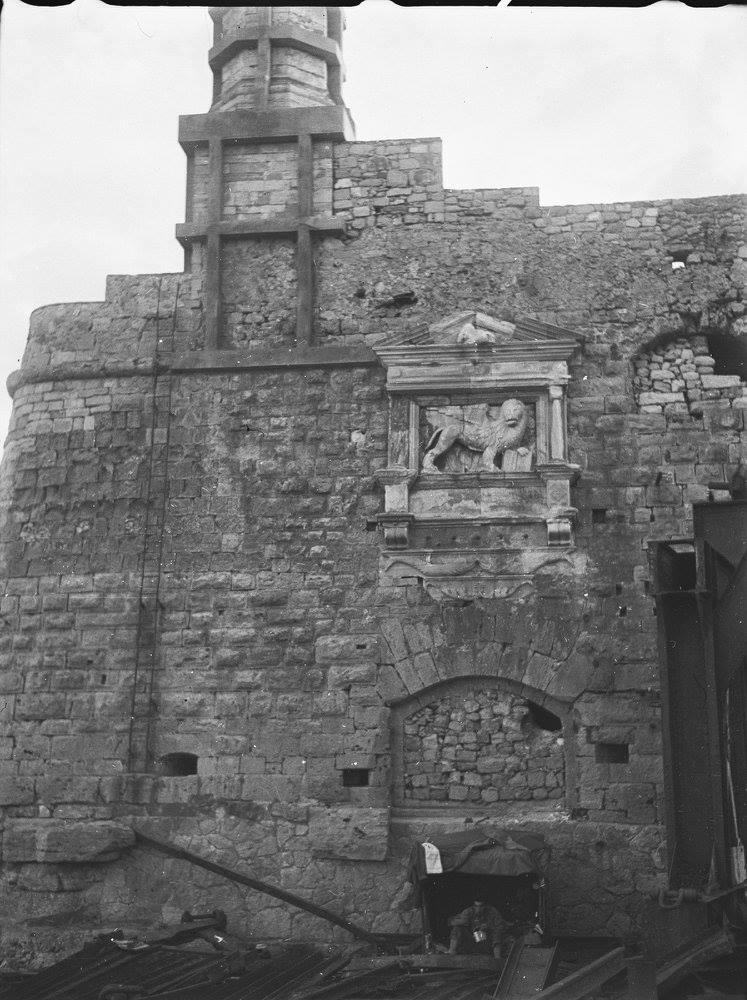 Κρήτη 1941. Ηράκλειο. Το λιοντάρι που βρίσκεται στο Ενετικό φρούριο Κούλες στο παλιό λιμάνι