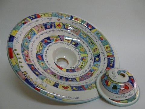 Si vendono tavoli in ferro battuto con maioliche di vietri dipinte a mano o a scelta del cliente. Lampadari In Ceramica Dipinti A Mano Laboratorio Artigianale Di Ceramica Creta Rossa In Abruzzo A Vasto