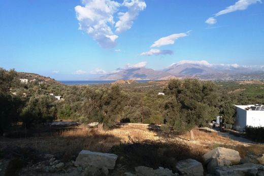 Building plot with lovely view in Kamilari