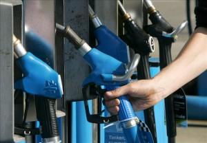 El galón de diesel y queroseno caen en 19 y 14 centavos de lempira (menos de un centavo de dólar), respectivamente. EFE/Archivo