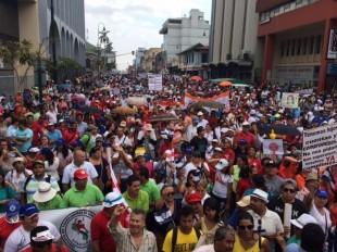 La huelga de educadores por problemas de pagos inicio desde el lunes 5 de mayo CRH.