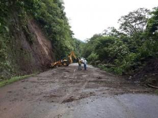 El pasado 24 de mayi la ruta 32 fue cerrada por deslizamientos de tierra. (Imagen cortesía Dirección de Tránsito).