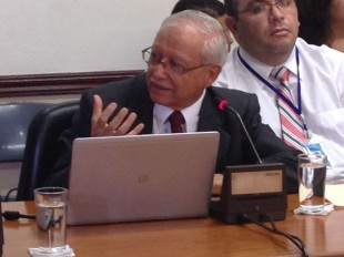 Helio Fallas, ministro de Hacienda.  CRH.