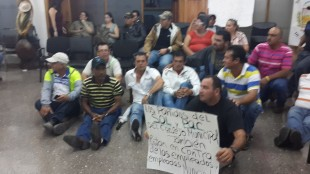 Protesta de empleados termino en bochinche en el Consejo Municipal en Santa Ana