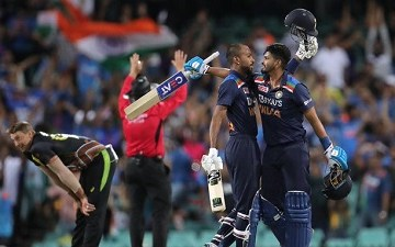 Brief scorecard of Australia vs India 2nd T20I 2020