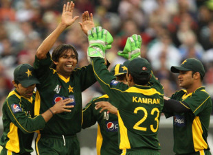 Mohammad Asif is excited after an early breakthrough, Australia v Pakistan, only Twenty20 international, MCG, 5 February, 2010