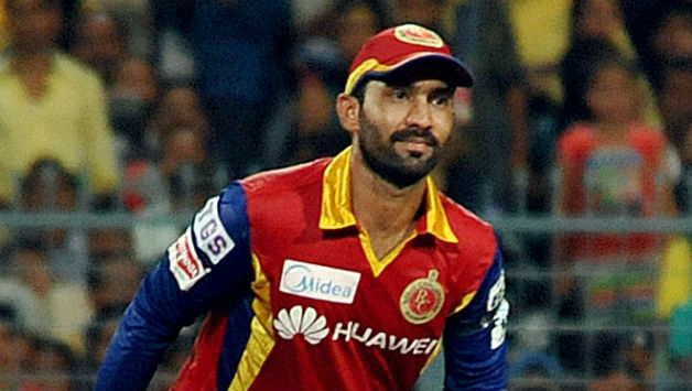 Dinesh Karthik equals IPL record for wicketkeeping dismissals during Royal Challengers Bangalore vs Sunrisers Hyderabad match in IPL 2015 - Cricket Country