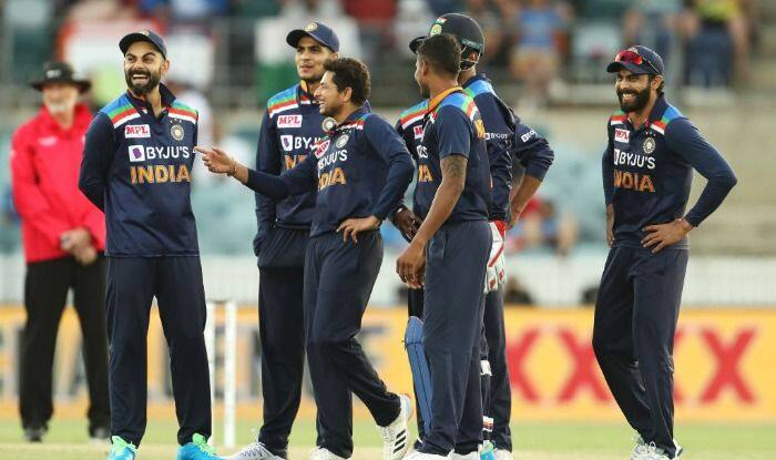 India vs Australia: Sunil Gavaskar Backs Kuldeep Yadav to Play in 1st T20I