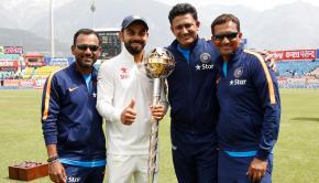 Virat_Kohli_with_the_support_staff
